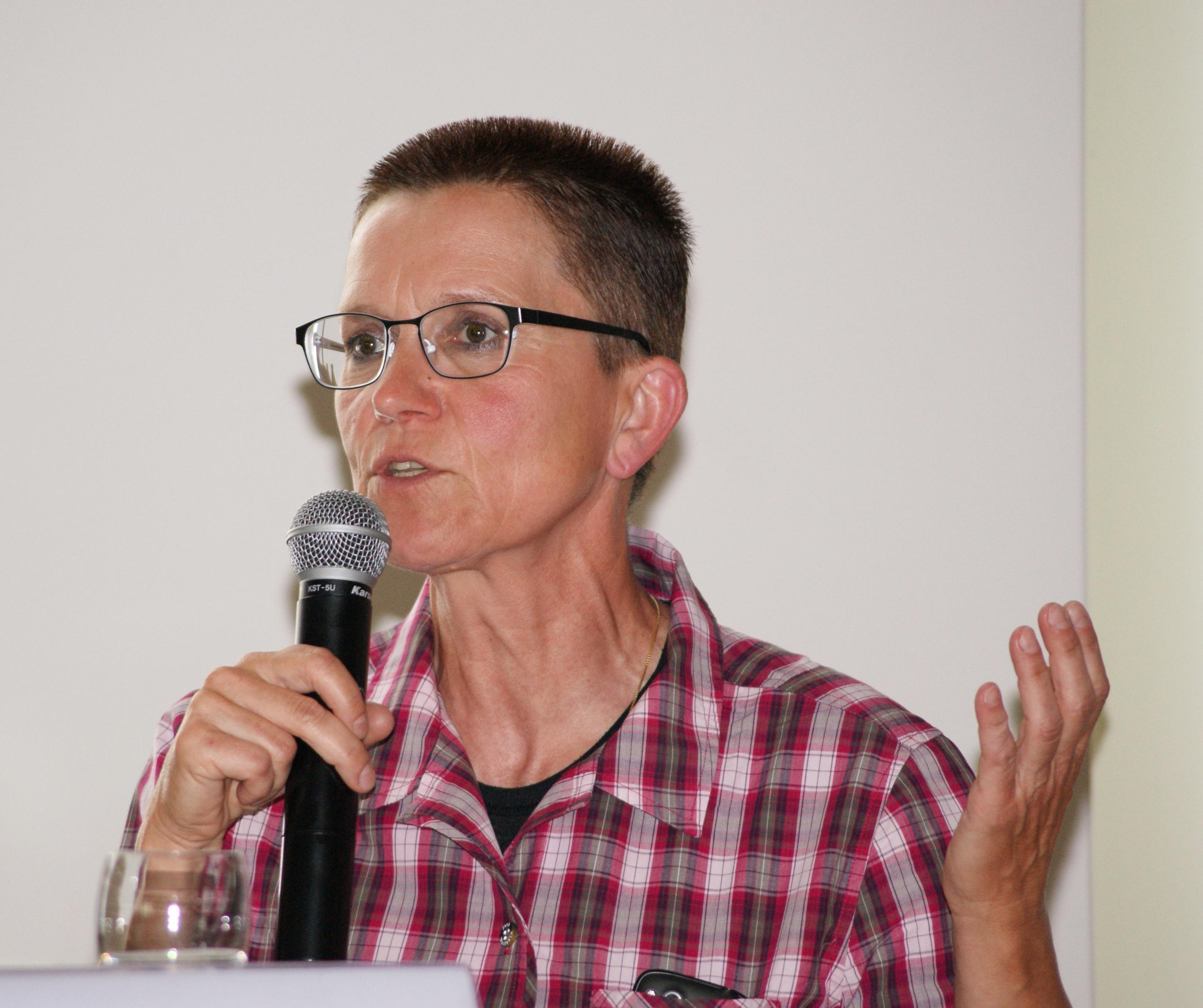 Petra Sitte beim Landesfrauenrat Sachsen-Anhalt