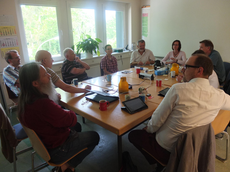 Petra gemeinsam mit MdB Jan van Aken beim Gespräch mit dem DESY-Betriebsrat.